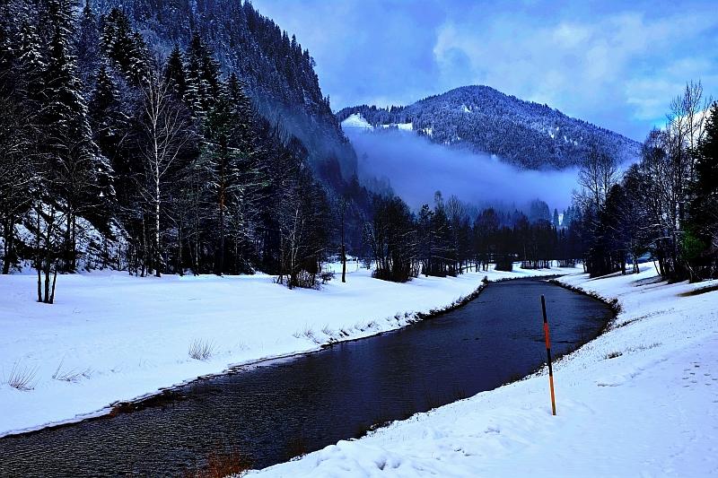 Ausblick in das verschneite Ammertal