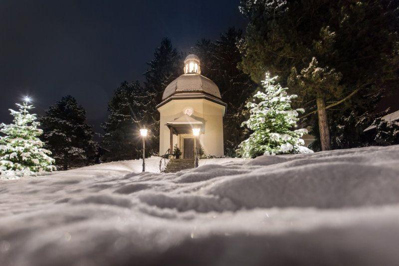 wintertraum-stille-nacht-SalzburgerLand-Tourismus-Stille-Nacht-Kapelle-Oberndorf
